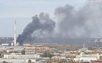 Aktualizace: Hasiči uhasili požár pražské spalovny. Na zásahu se podílelo 98 hasičů