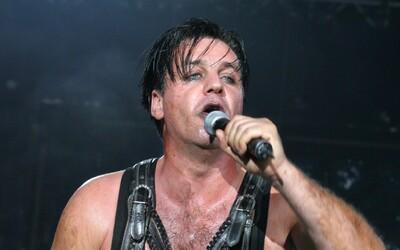 Aktualizované: Spevák skupiny Rammstein bol na jednotke intenzívnej starostlivosti. Testy na koronavírus mal negatívne