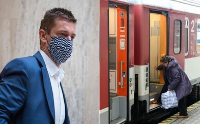 Aktualizované: Vlaky zdarma pre dôchodcov sa zatiaľ pozastavovať nebudú
