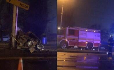 Aktualizované: Vodič z totálne zdemolovaného auta na Prievozskej prežil s ľahšími zraneniami, narazil do dvoch ďalších áut