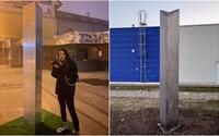"""Aktualizované: """"Záhadný monolit"""" sa objavil už aj na Slovensku. Okrem trojmetrového v Senci pribudol ďalší v Ružomberku"""