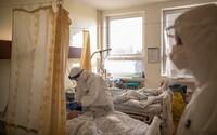 Aktualizováno: Policie identifikovala muže, který leží v pražské nemocnici na ARO