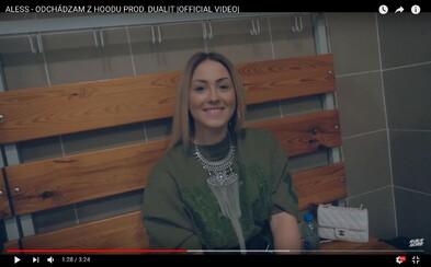 Aless v najnovšom videoklipe odchádza z hoodu, lúči sa so svojimi kamarátmi a ďakuje za projekt Podzemgang