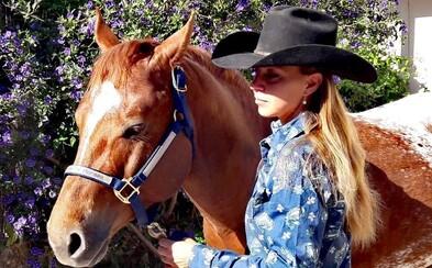 Alexandra jazdí americké ródeo po celom svete. Kôň stojí aj 100 000 eur, sedlo býva zdobené striebrom (Rozhovor)