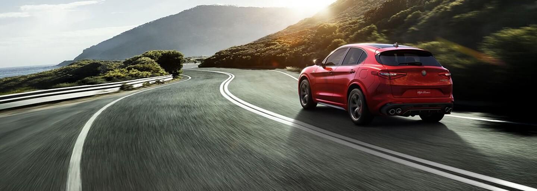 Alfa Romeo veľkolepo vstupuje do segmentu SUV. Nové Stelvio vsádza na emotívny dizajn a až 510 koní!