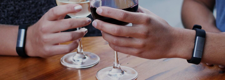 Alkohol pod kontrolou? Náramok Proof ti na displeji smartfónu ukáže, koľko ho máš momentálne v krvi