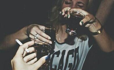 Alkohol ťa naučí plynule hovoriť cudzím jazykom. Odborníci zistili, že aj menšie množstvo liehoviny vie človeka nakopnúť