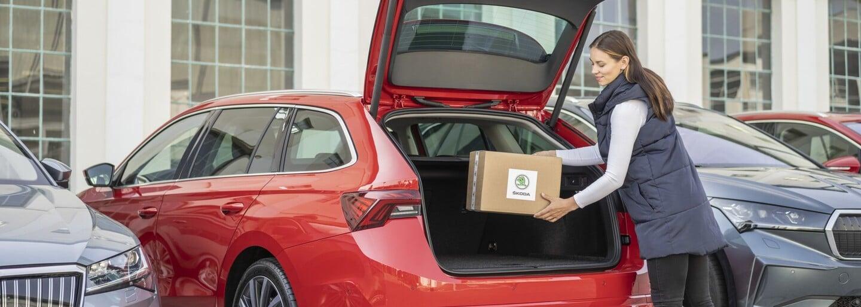 Alza začne doručovat objednávky do kufru auta. Musíš mít ale novou Škodu