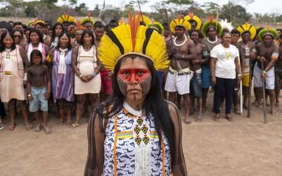 Amazonské kmeny se spojily, aby bránily své území. Světu a brazilské vládě posílají jasný vzkaz