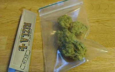 Američan dostal doživotí za prodej méně než 1 gramu marihuany. Nyní ho z vězení propustí