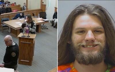 Američan, ktorý stál pred súdom za držanie marihuany, si pred sudcom zapálil ďalší joint