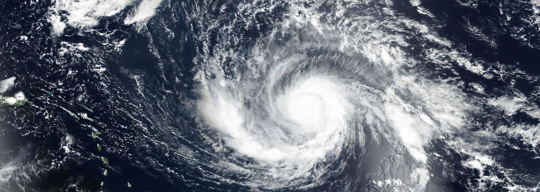 Američané chtěli začít zuřivě střílet po hurikánu Irma. Zastavit je musela až policie
