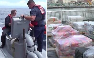 Američania zadržali 2 tony kokaínu za 70 miliónov dolárov v modernej ponorke. Pašeráci ju preto chceli rýchlo potopiť