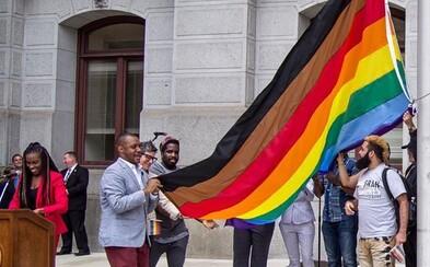 Americká agentúra redizajnovala LGBTQ vlajku, ale tisíce ľudí proti nej ostro vystúpili. Aj keď mala dobrú myšlienku, vraj len diskriminuje