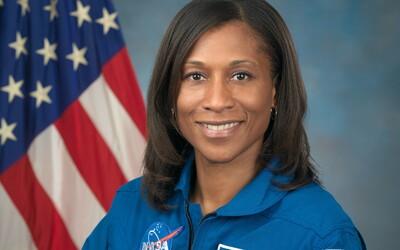 Americká astronautka Jeanette Epps: Viem si určite predstaviť, že budeme mať pravidelnú kyvadlovú dopravu medzi Zemou a Mesiacom