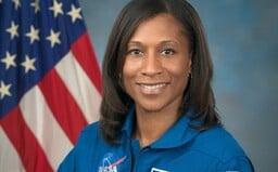 Astronautka Jeanette Epps: Dokáži si určitě představit, že budeme mít pravidelnou kyvadlovou dopravu mezi Zemí a Měsícem