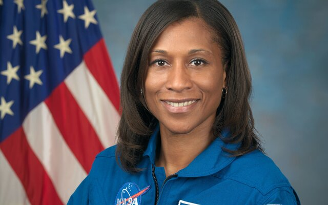 Americká astronautka Jeanette Epps: Viem si určite prestaviť, že budeme mať pravidelnú kyvadlovú dopravu medzi Zemou a Mesiacom