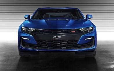 Americká ikona přitvrzuje designem i technikou. Nové Camaro dostalo 10stupňový automat