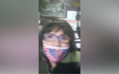 "Americká politička při protestu omylem vykřikla heslo ""Heil Hitler!"""