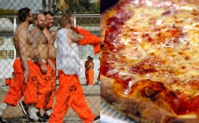 Americká väznica odmeňovala väzňov pizzou, ak prestali masturbovať na 30 dní. Dozorkyne informácie zverejnili po sexuálnych útokoch