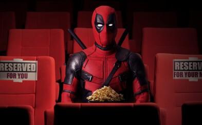 Americké kino promítalo Deadpoola a prodávalo pivo. Ryan Reynolds za ně zaplatil pokutu