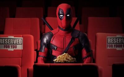 Americké kino premietalo Deadpoola a podávalo pivo. Ryan Reynolds za nich zaplatil pokutu