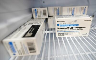 Americké úrady odporúčajú pozastaviť očkovanie vakcínou spoločnosti Johnson & Johnson. Registrujú prípady krvných zrazenín