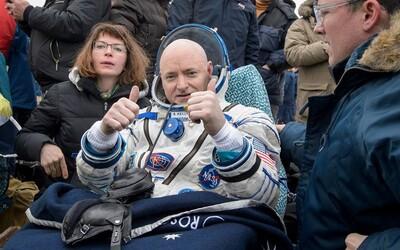 Americký astronaut s nejdelším časem stráveným mimo Zemi se po roce pobytu ve vesmíru úspěšně vrátil zpět domů