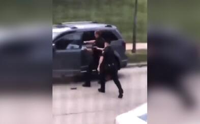 Americký policista sedmkrát střelil neozbrojeného Afroameričana do zad, lidé se bouří