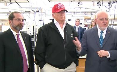 Americký prezident Donald Trump podle médií zlehčuje koronavirus. Sám má přitom údajně chorobný strach z bakterií a virů