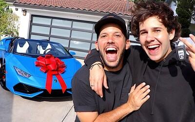 Americký youtuber slovenského pôvodu daroval svojmu najlepšiemu kamarátovi Lamborghini za 200 000 €