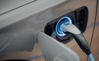 Američtí demokraté chtějí lidem přidat 270 tisíc korun na nákup elektromobilu