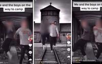Američtí středoškoláci natočili video, ve kterém vesele poskakují v Osvětimi. Za trest musí napsat esej o Hitlerovi