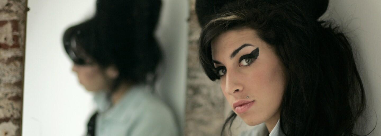 Amy je dojemný, tragický pohľad do života slávnej britskej speváčky, ktorý vás zanechá v nemom rozjímaní  (Recenzia)