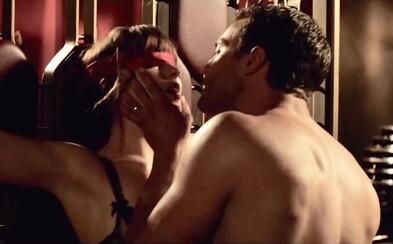 Ana a Christian pokračujú vo vášnivom sexe aj po svadbe. Ako však napovedá trailer, nespútaná erotika skončí, keď ich dobehne minulosť