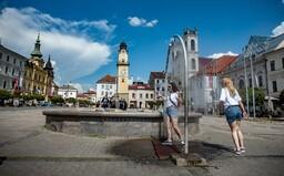 Analytici predpovedajú: Uprostred leta sa na Slovensku zbavíme všetkých opatrení proti koronavírusu