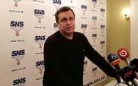 Andrej Danko zaútočil na médiá. Novinárovi povedal, že je chrapúň (video)