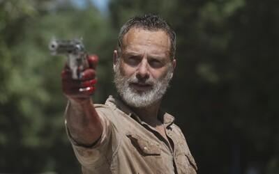 Andrew Lincoln vo Walking Dead nekončí. Rick Grimes bude tvárou trilógie nových filmov, ktoré sa začnú natáčať už o rok