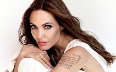 Angelina Jolie se svlékla na obálce prestižního magazínu