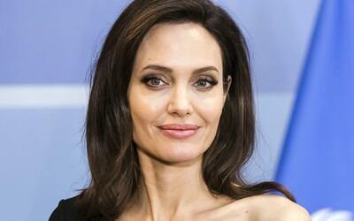 Angelina Jolie si založila Instagram pre konflikt v Afganistane. Za tri hodiny mala vyše dva milióny followerov