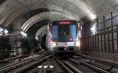 Anonym nahlásil bombu v pražském metru. Policisté prohledávají zastávky