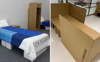 """Antisex postele v Tokiu? Elitný športovec si vyskúšal, či by posteľ ustála prípadné """"zoznamovanie sa"""" medzi olympionikmi"""