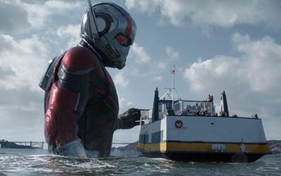 Ant-Man a Wasp dávajú v novej ukážke naplno prepuknúť svojim zväčšovacím a zmenšovacím schopnostiam. Budú však na záporáčku Ghost stačiť?