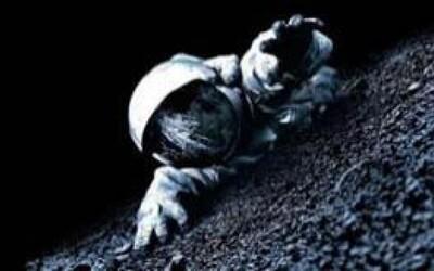 Apollo 18 rozvíja konšpiračné teórie (Recenzia)