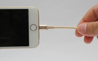 Apple možno bude musieť zahodiť Lightning a používať univerzálne nabíjačky. Európska únia chce predchádzať zbytočnému odpadu