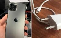 Apple musí k iPhonu 12 pribaliť plnohodnotnú nabíjačku, rozhodli úrady v Brazílii. Nepresvedčili ich environmentálne argumenty