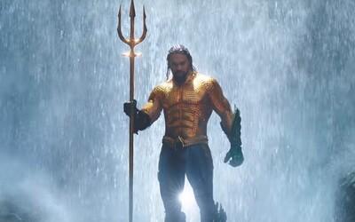Aquaman v 5minutové ukázce svádí podmořské boje o trůn, ale problémy ho čekají i na souši