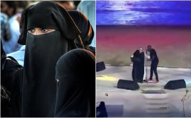 Arabka objala speváka počas koncertu. Súd jej uložil pokutu vo výške 23-tisíc eur a poslal ju do väzby na dva roky