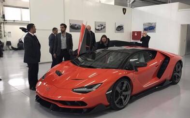 Arabský šejk si prevzal prvé exkluzívne Lamborghini Centenario, z ktorého bolo vyrobených len 20 kusov. Zaplatil zaň takmer 2 milióny dolárov