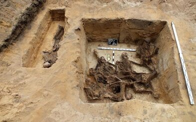 Archeológovia našli skryté časti z vyhladzovacieho tábora v Poľsku. Nacisti sa neštítili zalievať obete betónom